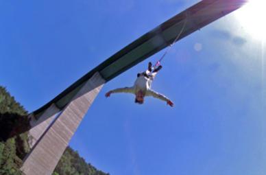 Sprung von der Europabrücke
