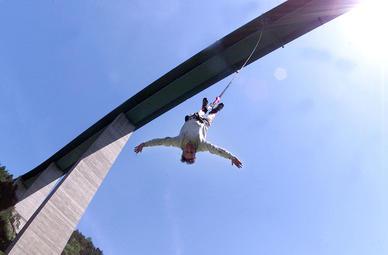 Erlebnisgeschenk 192 meter bungy jump sch nberg im stubaital for Rabattcode boden