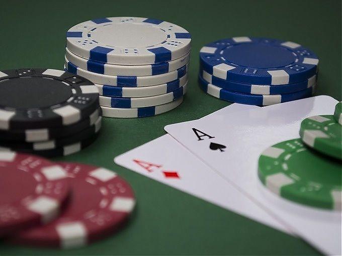 Online Pokerschule